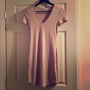 Aritzia TNA Golden pretty pink short sleeve dress